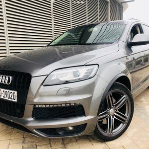 2013  Q7 with  transmission is available for sale