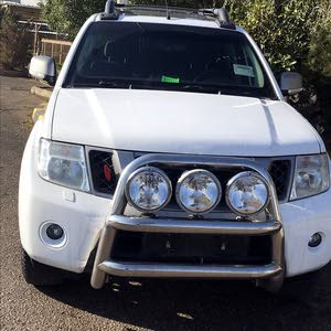 White Nissan Navara 2014 for sale