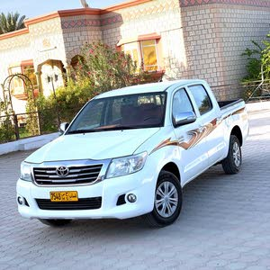 تويوتا هايلوكس موديل 2015 رقم واحد تأمين سنه عمان والامارات السياره بحاله ممتازه