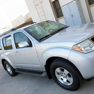 Silver Nissan Pathfinder 2011 for sale