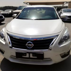NISSAN ALTIMA 2016 GCC NO 2 ALLOY WHEEL SCREEN 4 NEW TIERS SINGLE OWNER IN VERY GOOD CONDITION