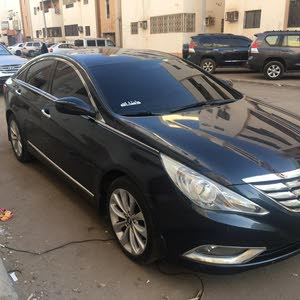 مطلوب سياره سوناتا من2011 والى 2013  مشتري ومقطب