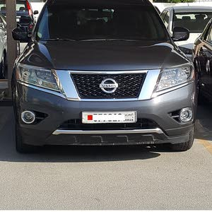 Nissan Pathfinder 2013 SL fully loaded