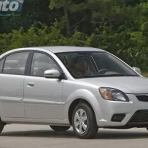 سيارة كيا ريو موديل 2011 اللون فضي مرخصة
