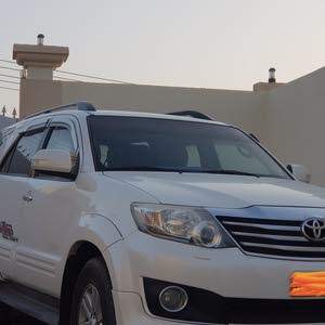 Toyota Fortuner car for sale 2014 in Ja'alan Bani Bu Ali city