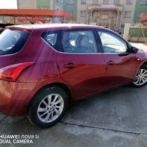 Automatic Red Nissan 2016 for sale