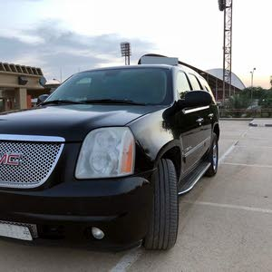 Available for sale! +200,000 km mileage GMC Yukon 2009