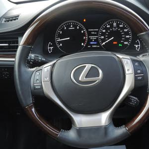 Used condition Lexus ES 2013 with 10,000 - 19,999 km mileage