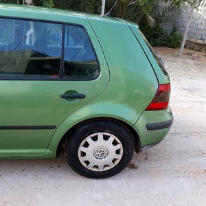 Used condition Volkswagen Golf 2002 with +200,000 km mileage