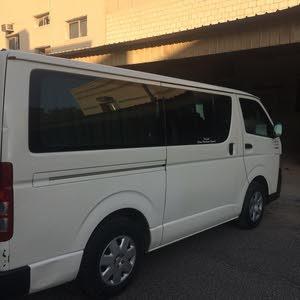 للبيع باص تويوتا 2011