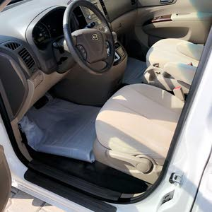 Kia Carnival 2010 For sale - White color