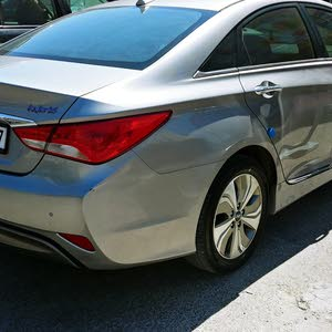 Used condition Hyundai Sonata 2014 with 40,000 - 49,999 km mileage
