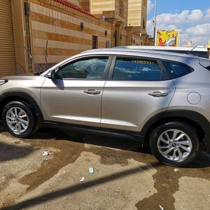 Automatic Gold Hyundai 2018 for sale