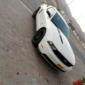 White Ford Mustang 2011 for sale