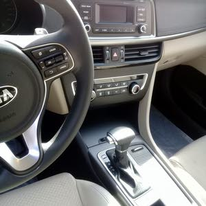 Automatic Kia 2017 for sale - Used - Kuwait City city