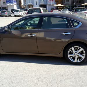 Automatic Brown Nissan 2014 for sale