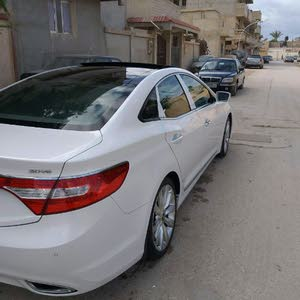 Hyundai Azera 2014 For sale - White color