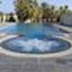 الرفاق احواض سباحة