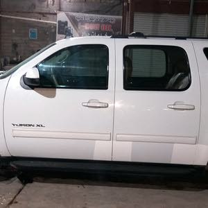 White GMC Yukon 2011 for sale