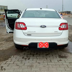 White Ford Taurus 2011 for sale