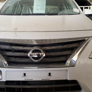 Automatic White Nissan 2017 for sale