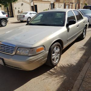 Ford Crown Victoria 2008 For sale - Gold color