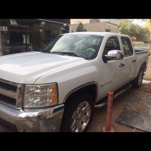 White Chevrolet Silverado 2011 for sale