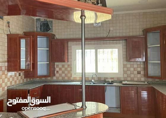 للاجار فيلا في سند بالقرب من الجامعه الخليجية  5حجر كبار 4حمامات ومطبخ وصالتين ا
