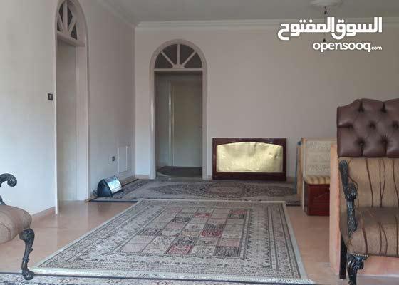 للبيع شقة فاخرة في عرجان قرب وزارة الداخلية والمدينة الرياضية, من المالك مباشرة
