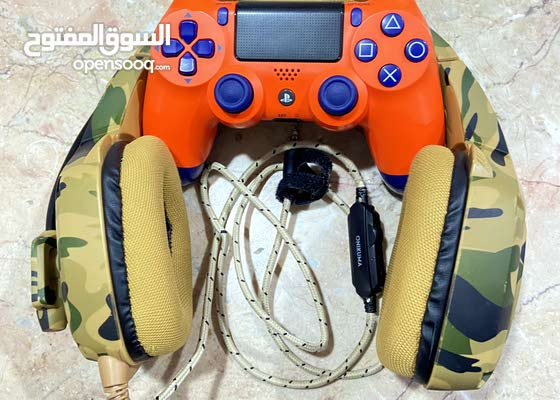 PS4 controller and headphone