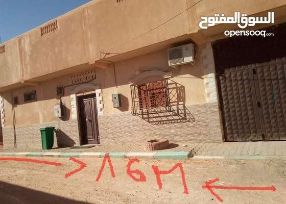 بيع مسكن بواجهتين بحي الامير عبد القادر دائرة الحجيرة ورقلة به غرفتين وصالة وقرا