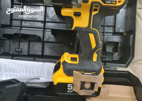 new dewalt hammer drill.with all accessories only 1400aed