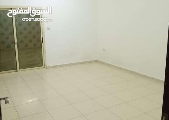 شقه  بعجمان غرفه وصاله للايجار شهري بدون شيكات فاضيه بدون فرش  2000 شامل