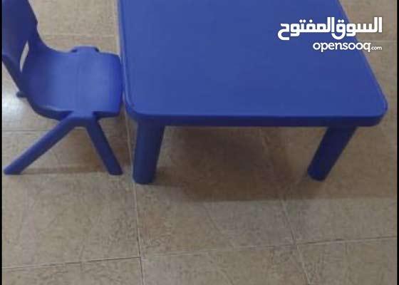 طاولة وكرسي