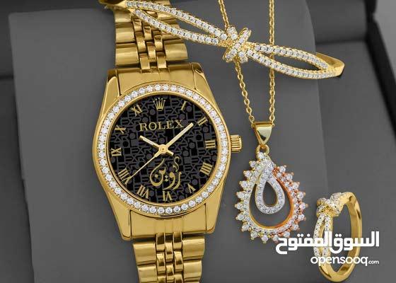 ساعة نسائي تصميم الاسم وصوره حسب طلبك ورغبتك