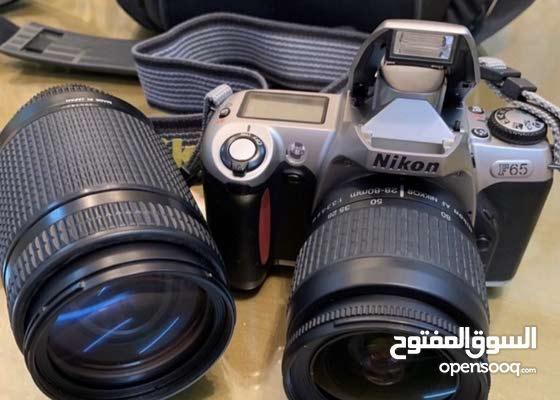 للبيع كاميرا نيكون كلاسك سنة 2000 مع عدستين 70-300mm 28-80mm نظيفه جدا موجود ف بوظبي