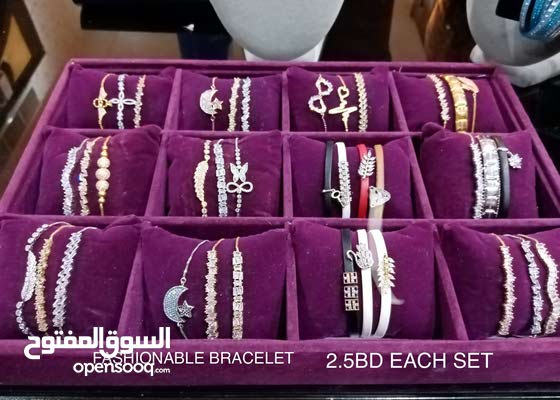 FASHIONABLE ACCESSORIES FOR WOMEN