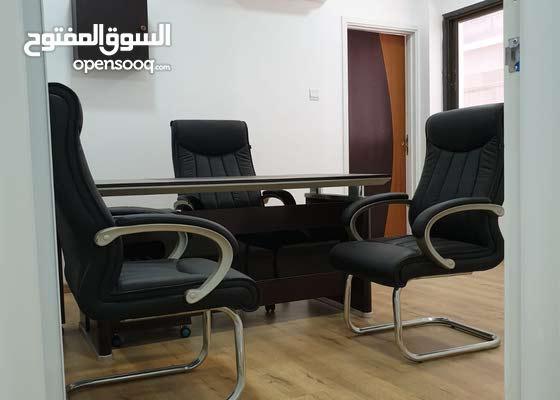 غرفة مكتب مفروشةللإيجار ضمن مكتب مجهز بموقع ممتازمقابل فندق الدبلومات فقط ب100دينار