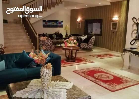 فيلا سكنية راقية 3طوابق خليجي بالآثاث في زناته بالقرب من قناة النبأ روعه في التش