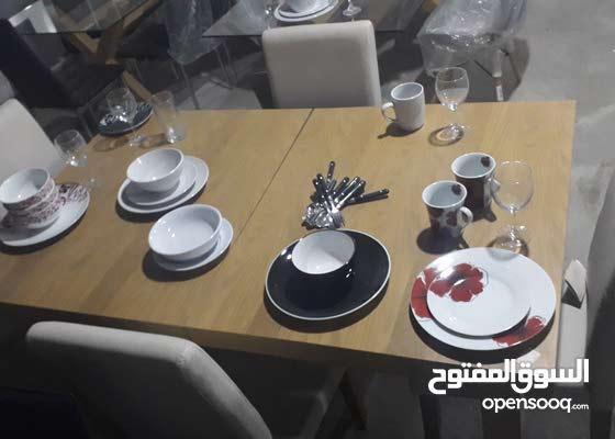 طاولة اكل خشب مع عدد 4كراسي جلد قابلة للزيادة