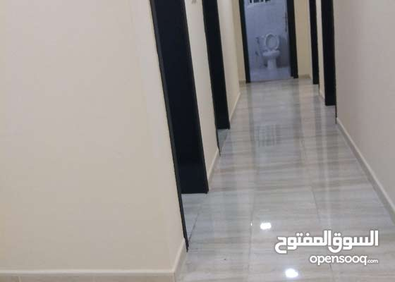 للايجار بالوكره شقه ثلاث غرف وصاله وثلاث حمامات ومطبخ للإستفسار 50948000