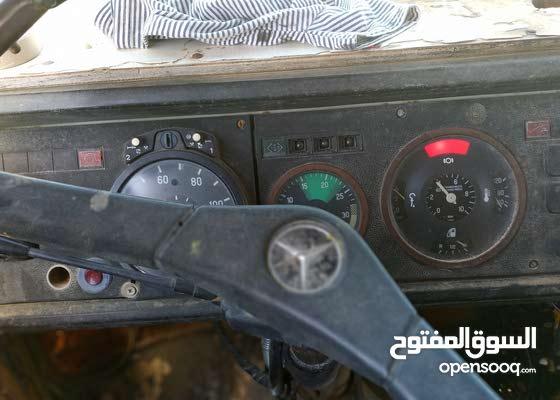 قلاب مرسيدس ال بي 4متر موديل 82