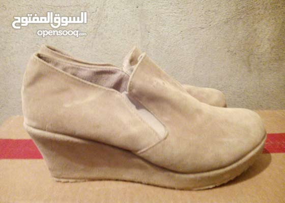 حذاء الكعب للبيع