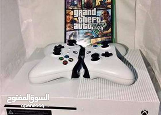 Xbox One S    1 terra    with 2 white controllers with Gta V game