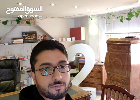 مصمم photoshop وخبره عاليه في تشغيل ماكينة طباعة الدعاية والاعلان  وتصميم الدروع التذكارية