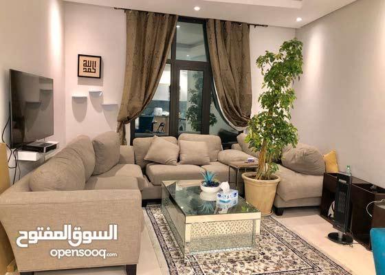 للبيع شقة فخمة مع واجهة بحرية في منطقة السيف