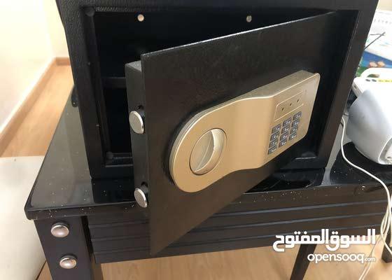 Hotel room type safe box