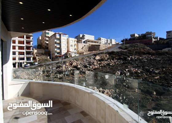 شقة طابق اول باجمل مناطق ابو نصير خلف قصر الاميرة بسمة بمساحة 178م للبيع