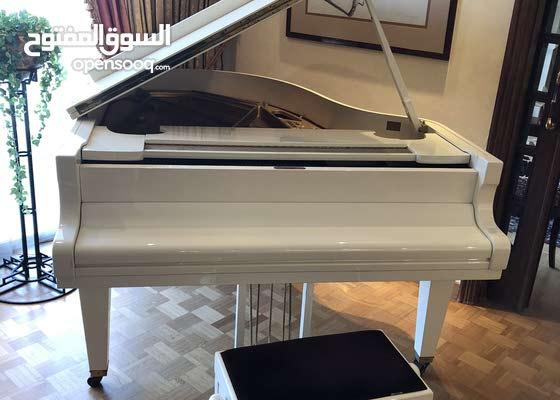 بيانو شيميل صنع المانيا لون ابيض لاك ايفوار a queue
