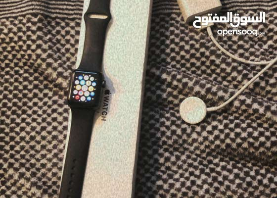 ساعة ابل الجيل 3 مع معداتها